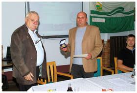 Überraschung für uns - der Verein wird durch R. Karol (Präsident VANT) mit einer der höchsten Auszeichnungen - der goldenen Ehrenmedaille - des Bundesverbandes (DAFV) ausgezeichnet …